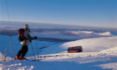 230x138-cairngorms-mountain-ski-area-skier